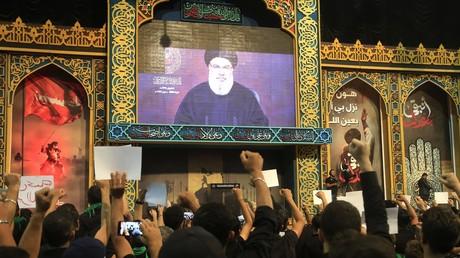 Des partisans du Hezbollah expriment leur soutien au leader du mouvement chiite, Hassan Nasrallah, lors de son allocution télévisée, le 2 septembre 2019.