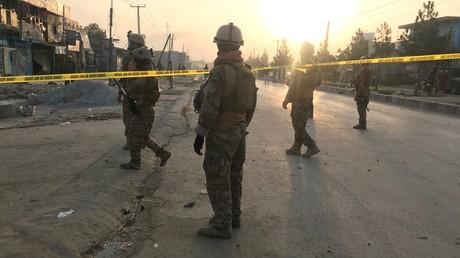 Les forces de sécurité afghanes devant le site de l'attentat à Kaboul, le 3 septembre.