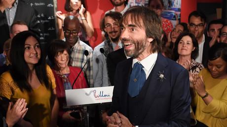 Cédric Villani y croit ! Ici avec ses soutiens le 4 septembre dans une brasserie à Paris.