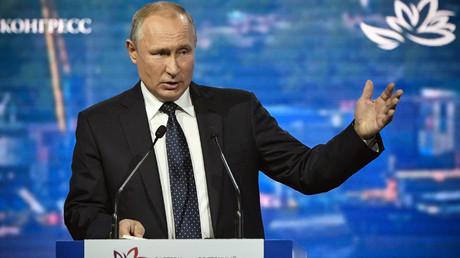 Vladimir Poutine considère le déploiement d'armes nucléaires dans l'espace comme un «grand défi»
