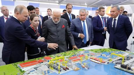 Le 4 septembre 2019, le président russe Vladimir Poutine et le Premier ministre indien Narendra Modi lors d'une visite du complexe de construction navale Zvezda, près de Vladivostok (image d'illustration).