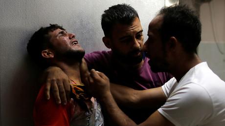 Un membre de la famille d'un Palestinien tué à Gaza effondré à l'hôpital du nord de la bande de Gaza le 6 septembre 2019.
