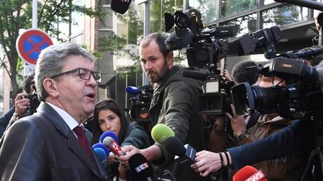 Convoqué au pôle financier à Nanterre après la perquisition des locaux de LFI, Jean-Luc Mélenchon parle à la presse le 18 octobre 2018 (image d'illustration).
