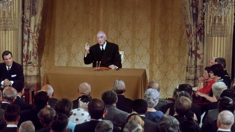 Le président de la République Charles de Gaulle le 9 septembre 1968, au Palais de l'Elysée, devant sept cents journalistes, pour sa dix-septième conférence de presse.