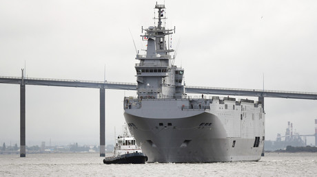 Un des «Mistral» qui devait être livré à la Russie par la France, le 12 juin 2016, à la sortie du port de Saint-Nazaire, en France (image d'illustration).