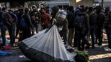 Des migrants du camp de fortune de la Porte de la Chapelle, le 4 avril 2019, à Paris (image d'illustration).