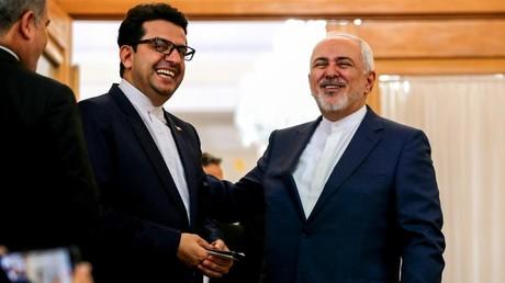 Le ministre des Affaires étrangère de la République islamique d'Iran, Javad Zarif (à droite) et son porte-parole, Abbas Moussavi (à gauche), le 10 juin 2019, à Téhéran (image d'illustration).