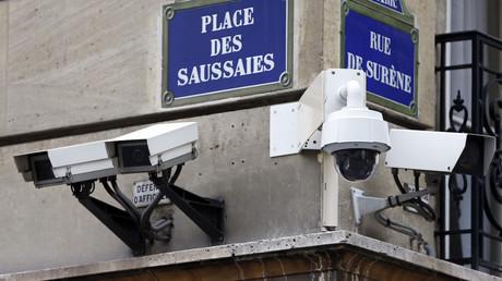 Des caméras de surveillance aux abords du ministère de l'intérieur à Paris (image d'illustration).