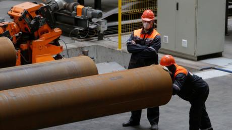Production de tuyaux de grand diamètre pour le géant gazier russe Gazprom à l'usine de tuyaux de Zagorsk , près de Moscou, le 29 mai 2017 (image d'illustration).