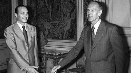 Le président de la République, Valéry Giscard d'Estaing, accompagné de son Premier ministre, Jacques Chirac, le 25 août 1976, à l'Elysée, à Paris (image d'illustration).