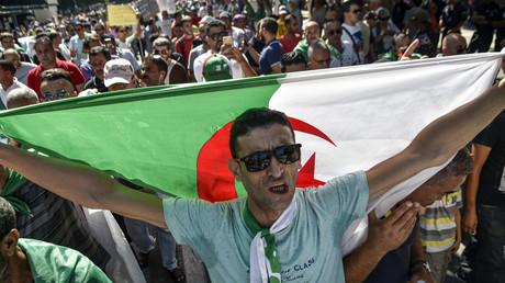 Des milliers de personnes manifestent à Alger contre la tenue le 12 décembre de l'élection présidentielle, le 27 septembre 2019.