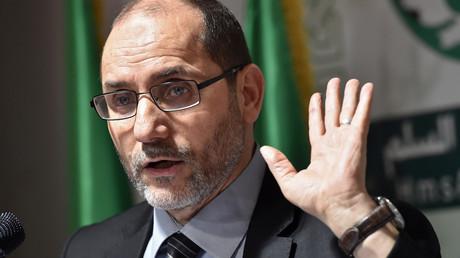 Abderrazak Makri, secrétaire général du Mouvement de la société pour la paix (MSP), prend la parole lors d'une conférence de presse à Alger, le 6 mai 2017.