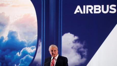 Christian Scherer, directeur commercial d'Airbus, s'exprimant lors d'une cérémonie pour la livraison du premier A350 au siège du constructeur, à Colomiers dans le sud-ouest de la France, le 27 septembre 209 (illustration).