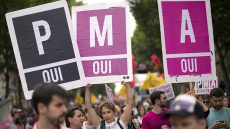 Juin 2013, des manifestants lors de la Gay Pride à Paris