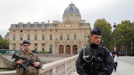 Les forces de l'ordre sécurisent les alentours de la préfecture de police de Paris le 3 octobre 2019.