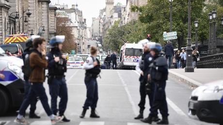 Des fonctionnaires de police près de la préfecture de police de Paris, le 3 octobre 2019.