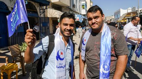 Législatives tunisiennes : le parti islamiste Ennahdha en tête, la formation de Karoui deuxième
