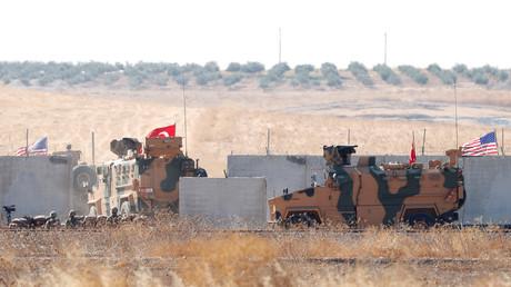 Des véhicules militaires turcs traversent la frontière syrienne dans le cadre d'une patrouille conjointe avec l'armée américaine, le 8 septembre 2019 (image d'illustration).