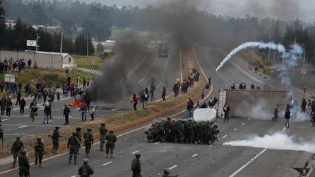 Affrontement entre manifestants et forces de l'ordre dans la ville de Lasso, en Equateur, le 6 octobre 2019.