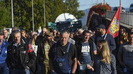 Les employés de General Electric manifestent à Belfort, dans l'est de la France pour maintenir leur usine en activité, le 17 septembre 2019.