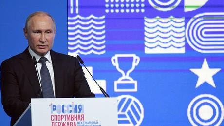 10 octobre 2019. Le président russe Vladimir Poutine prend la parole lors d'une réunion plénière du VIIIe Forum international du sport «La Russie est une puissance sportive» à Nijni Novgorod.