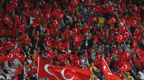 Salut militaire de joueurs turcs pour célébrer un but : l'UEFA va «examiner» l'affaire