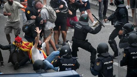 Charges policières contre des manifestants indépendantistes à l'aéroport de Barcelone