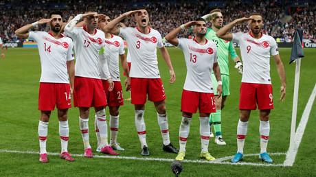 Le ministre des Sports demande une «sanction exemplaire» après le salut militaire de l'équipe turque
