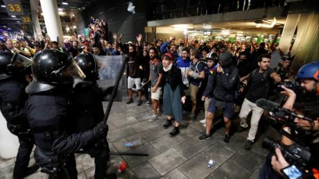 Catalogne : colère, heurts et blocages après les condamnations d'indépendantistes