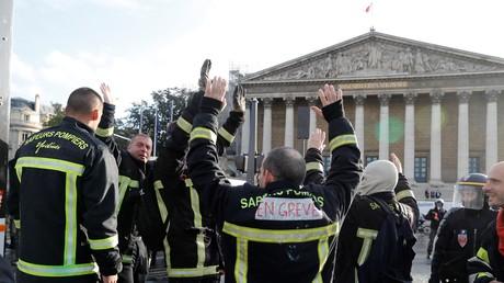 Les pompiers ont notamment manifesté face à l'Assemblée nationale le 15 octobre 2019 à Paris (image d'illustration).