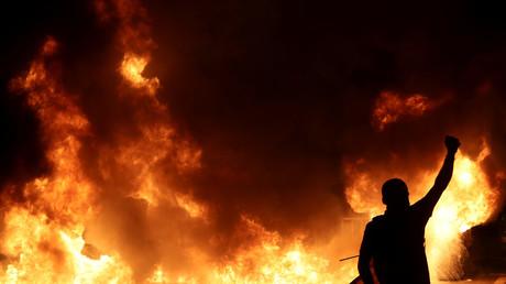L'un des multiples feux observés lors de la troisième manifestation consécutive des indépendantistes catalans à Barcelone, le 16 octobre.
