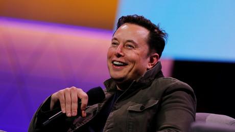 Elon Musk, propriétaire de SpaceX et PDG de Tesla, s'entretient avec le légendaire concepteur de jeux Todd Howard, à Los Angeles.