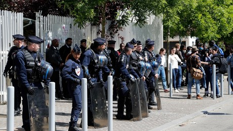 Des membre des forces de l'ordre se déploient devant l'université de Nanterre, le 11 mai 2018 (image d'illustration).