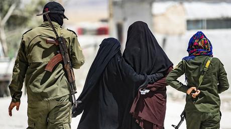 Daesh affirme avoir libéré des femmes détenues par les Kurdes près de Raqqa