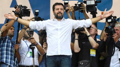Matteo Salvini à Rome devant la foule le 19 octobre.