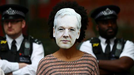 Assange comparaît en personne devant la justice britannique, des Gilets jaunes répondent présent