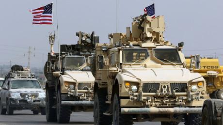 Syrie : des troupes américaines se retirent sous les jets de fruits pourris et de pierres (VIDEOS)