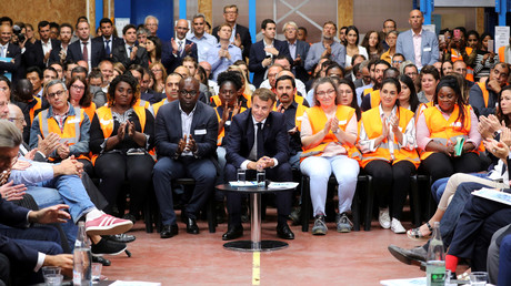 Emmanuel Macron sur un chantier d'insertion à Bonneuil-sur-Marne le 10 septembre 2019, pour refaire un meeting digne du grand débat national.