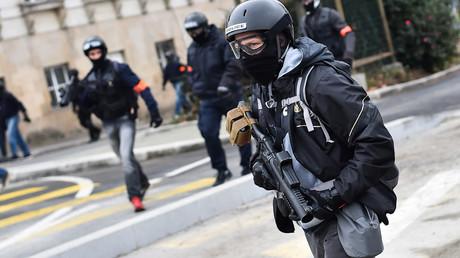 Policier de la Brigade anti-criminalité armé d'un LBD 40 (image d'illustration).