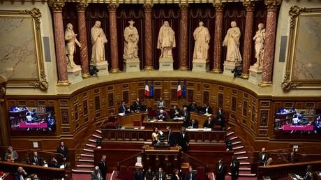 En pleine polémique sur le voile, le Sénat se penche sur les signes religieux en sortie scolaire