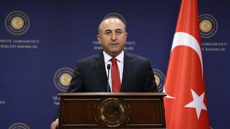 Ingérence ? La Turquie condamne le vote du Sénat français au sujet du voile islamique