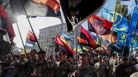 Marche des nationalistes ukrainiens à Kiev le 14 octobre contre l'application de la formule dite de Steinmeier dans le cadre du règlement du conflit dans l'Est du pays.