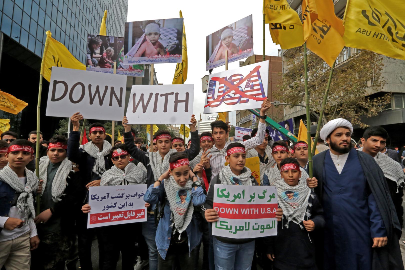 «Mort à l'Amérique» : des milliers d'Iraniens célèbrent la prise d'otages de 1979