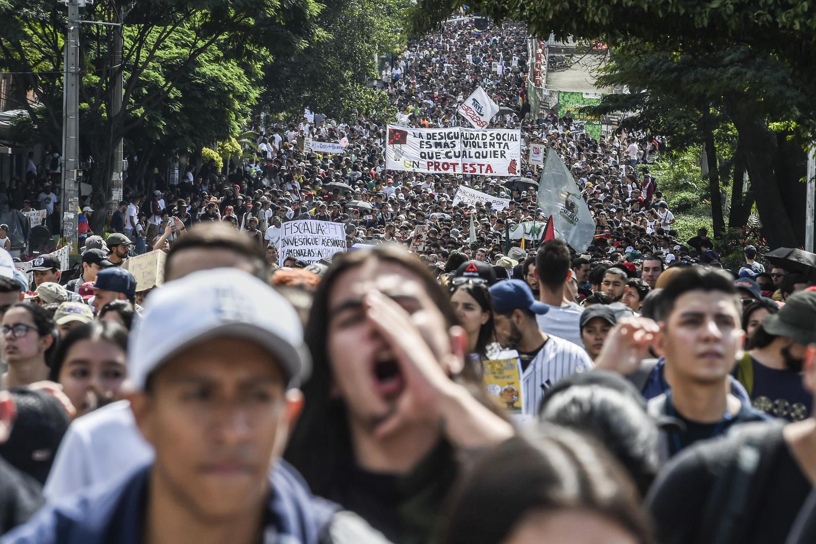 Colombie : des centaines de milliers de personnes dans les rues contre Ivan Duque (IMAGES)