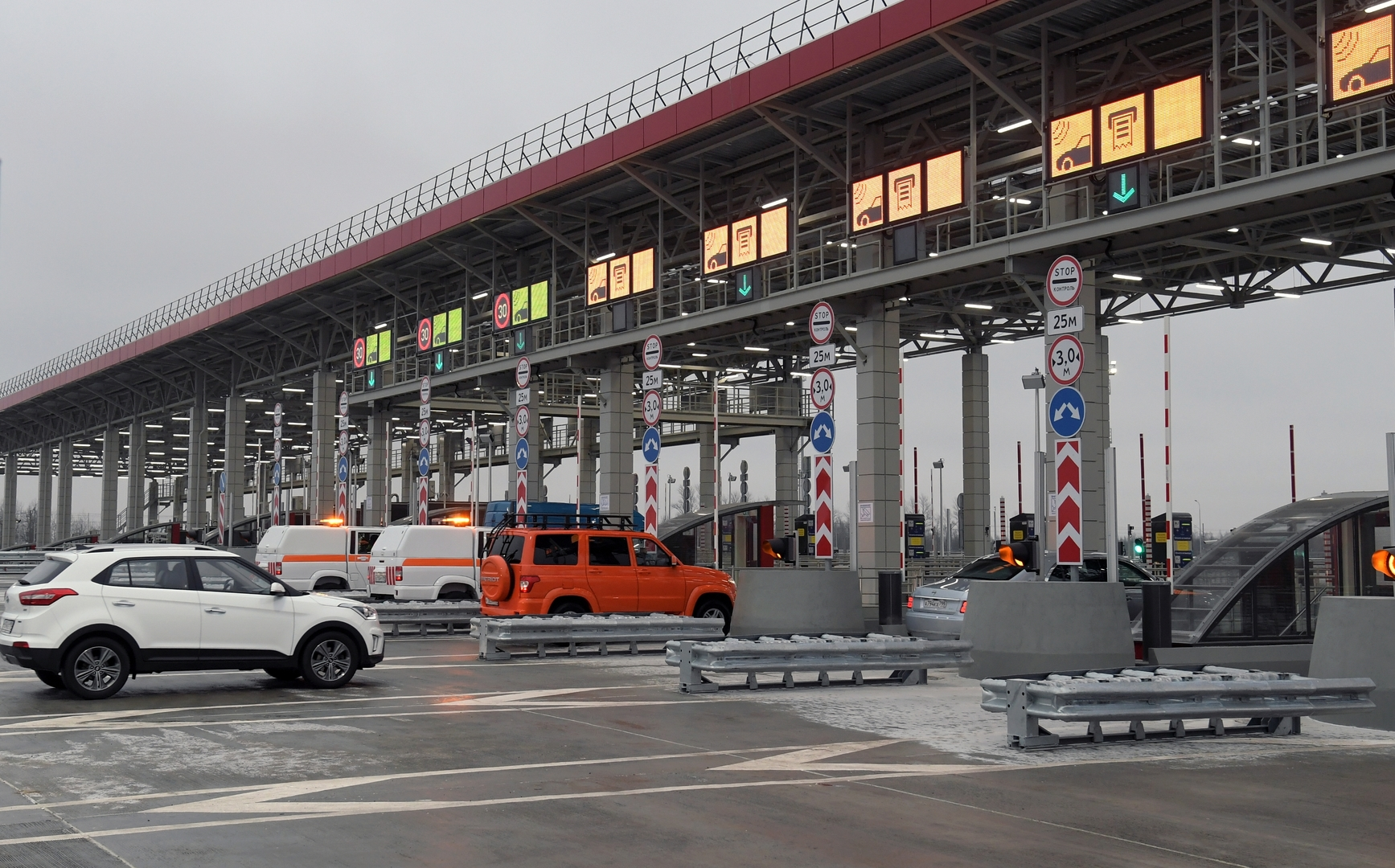Construite avec l'aide du BTP Vinci, l'autoroute Moscou-Saint-Pétersbourg inaugurée en Russie