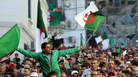 Manifestation pour le départ de tout le système à Alger, le 25 octobre 2019 à Alger.