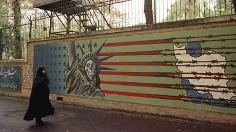 Une fresque, depuis recouverte, située sur le mur d'enceinte de l'ancienne ambassade américaine en Iran, prise d'assaut le 4 novembre 1979 par des étudiants, à Téhéran (image d'illustration).