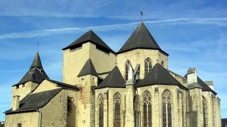 La cathédrale Sainte-Marie d'Oloron, dans le département français des Pyrénées-Atlantiques, photograhiée en octobre 2009.