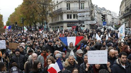 Plusieurs milliers de manifestants à Paris pour dire «STOP à l'islamophobie»