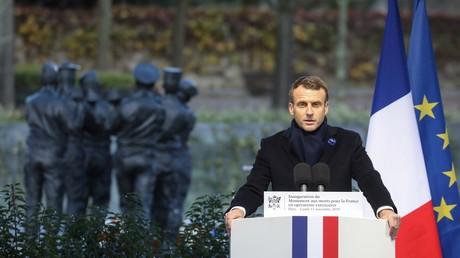 Emmanuel Macron s'exprime devant le monument aux morts français en opérations extérieures, le 11 novembre à Paris.
